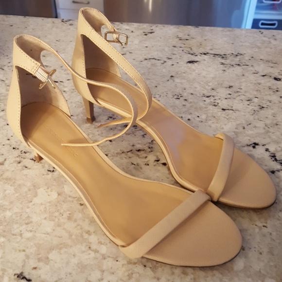 60% economico selezione premium donna Banana Republic Shoes | Kitten Heels Nude Color | Poshmark